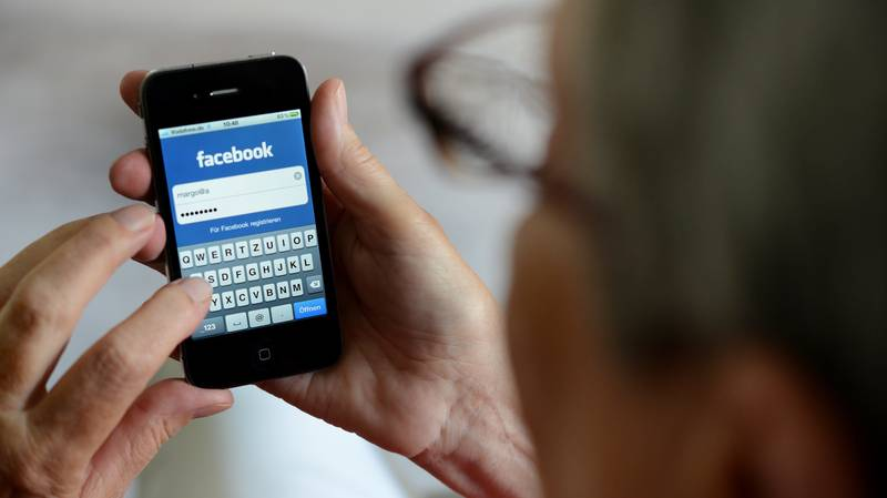 Facebook Logs IPhone Users Out Of App