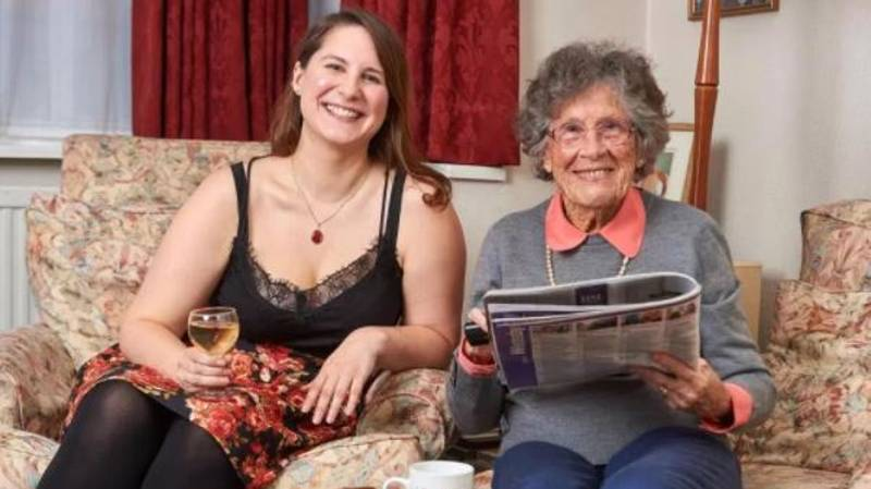Student Dodges Getting Shafted By London Rent As She Moves In With 95-Year-Old Widow