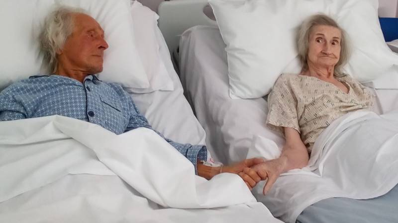 Couple Who Were Married For 62 Years Hold Hands For Last Time